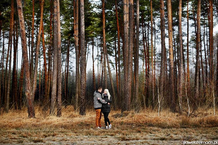sesja narzeczeńska w lesie tarnów