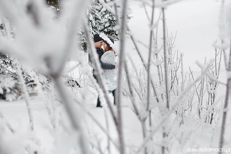 sesja narzeczeńska w śniegu
