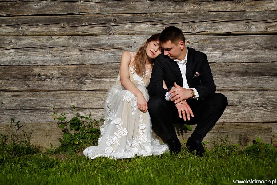 plener ślubny w stodole