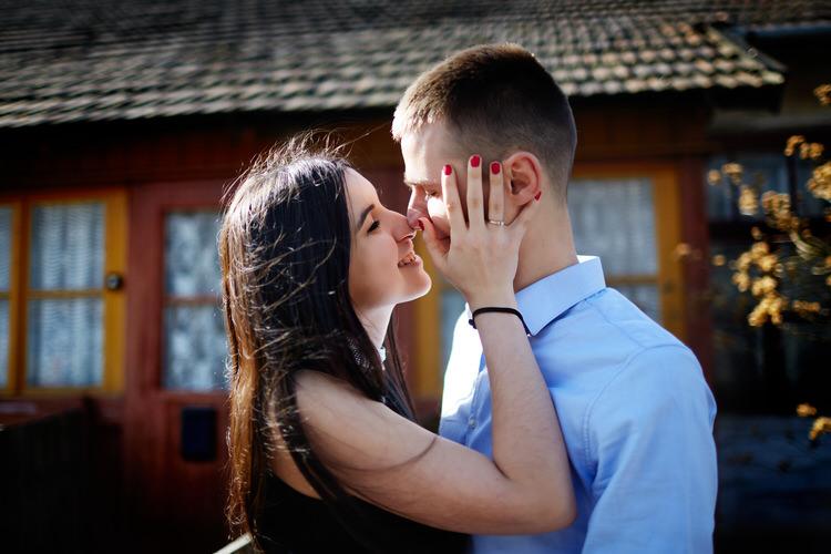 romantyczny pocałunek tarnów