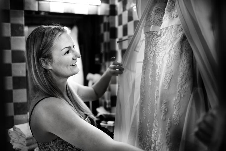 suknia ślubna na zamku