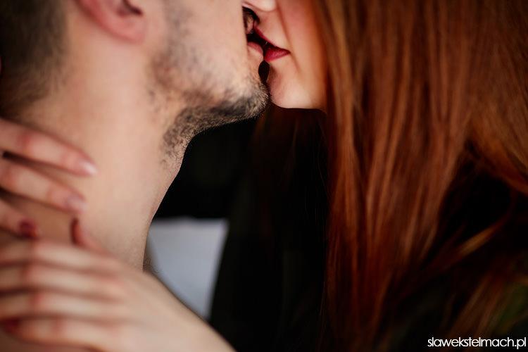 sesja narzeczeńska pocałunek