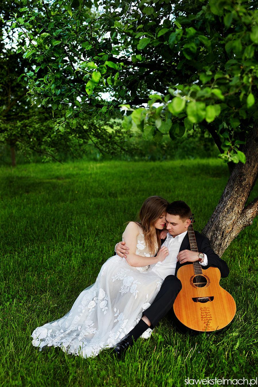 plener ślubny z gitarą