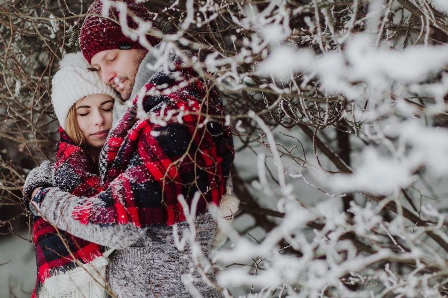 zimowa sesja narzeczeńska fotograf tarnów