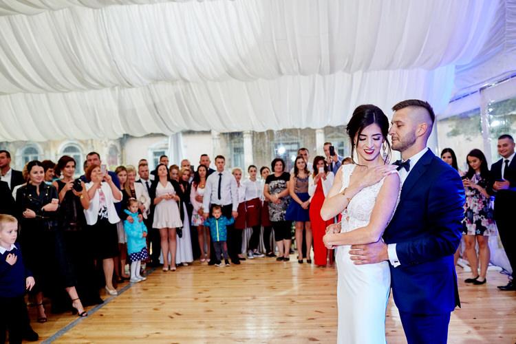 pierwszy taniec wesele pod namiotem