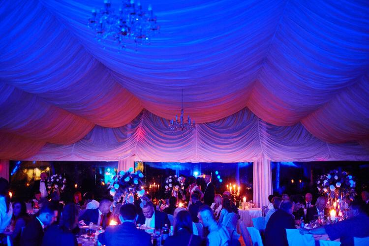 przyjęcie weselne pod namiotem