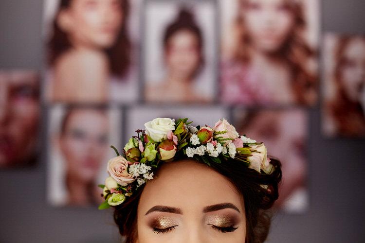wianek we włosach na ślub