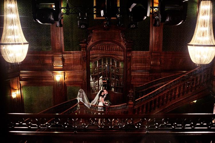 sesja plenerowa w pałacu goetz
