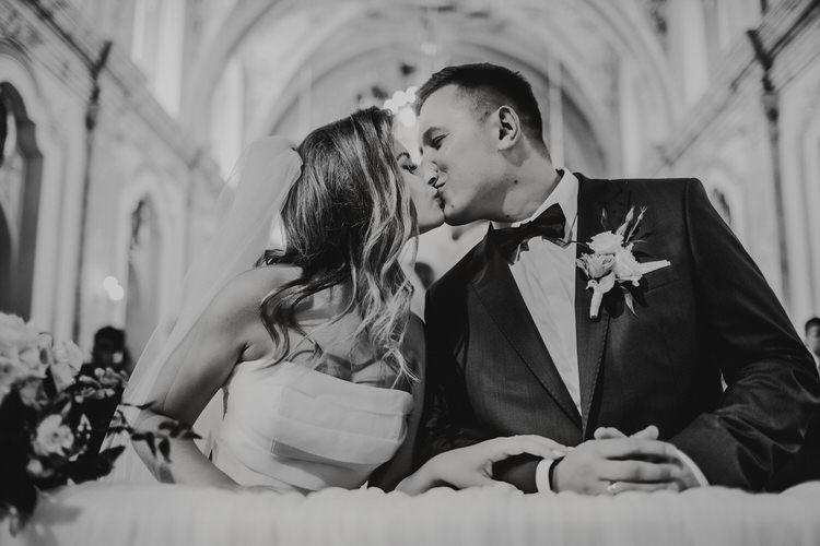 pocałunek ślubny