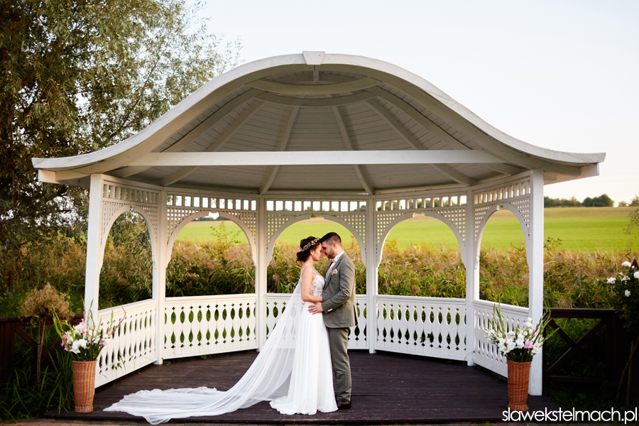sesja plenerowa w dniu ślubu witkowa chata