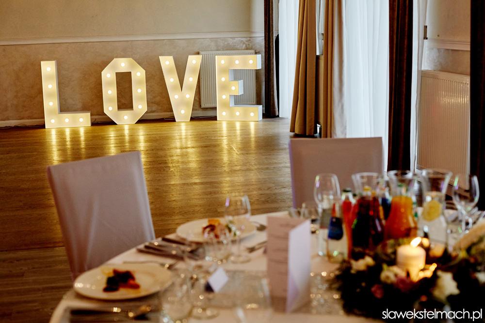 napis love wesele jodłowy dwór